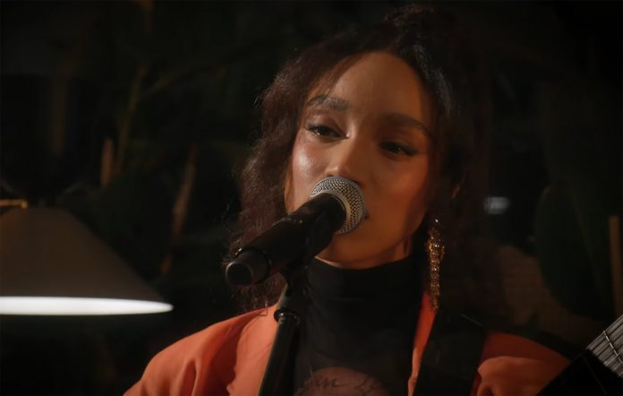 Watch Lianne La Havas perform 'Courage' for Christmas-themed show